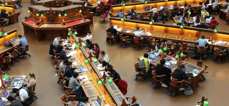 Why might international students want to consider a university in the US?